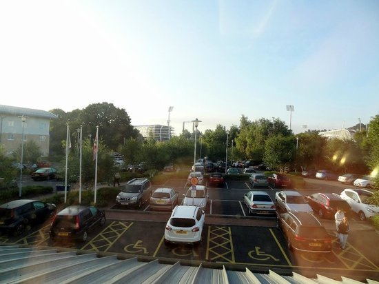 Holiday Inn Express Southampton M27 Jct 7: View - parking lot
