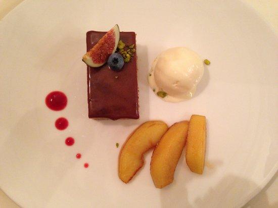 Restaurant Galerie: Torta di castagne col suo gelato.