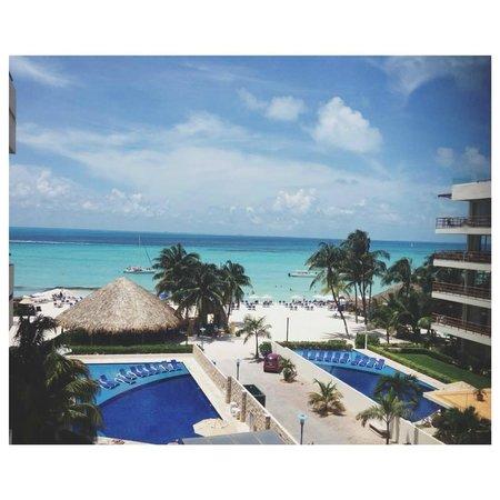 Ixchel Beach Hotel: Vista a la playa.