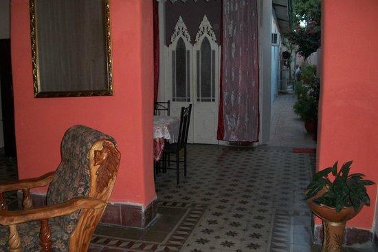 Ebenezer Casa : parte del comedor y la sala