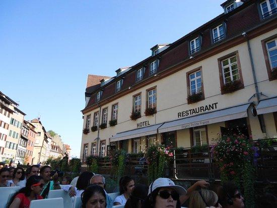 Regent Petite France & Spa: hotel ao fundo