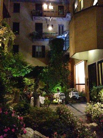Hotel Sanpi Milano: The Garden Patio