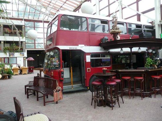 Garage Den Helder : Dubbeldekker bij de bar picture of hotel den helder den helder