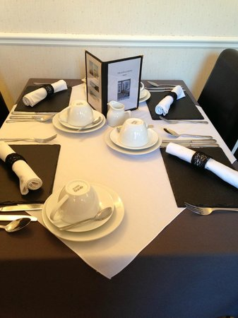 Leeway Hotel: Lovely breakfast set up
