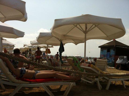 Hotel Side Bella Luna: Spiaggia affollata