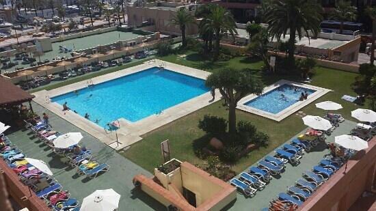 Hotel-Apartamentos PYR-Fuengirola: bassengområdet