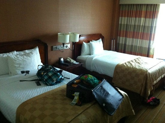 Embassy Suites by Hilton Parsippany : Comfy beds