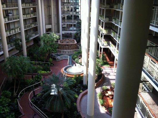 Embassy Suites by Hilton Parsippany : Atrium