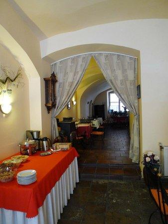 Hotel U Zlateho Andela: breakfast room