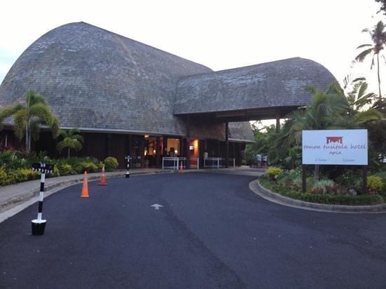 Tanoa Tusitala Hotel: front of hotel