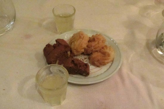 Ristorante Il Cestino: at meals end there was free Limoncello and some cookies