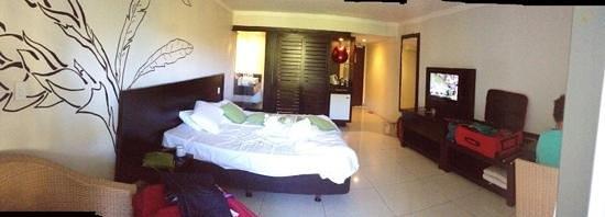 Tanoa Tusitala Hotel: room - most uncomfortable bed