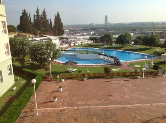Hotel TRH Alcora : la piscina desde la habitacion...