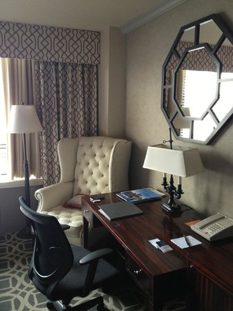 The Madison Washington DC, A Hilton Hotel: Work Area