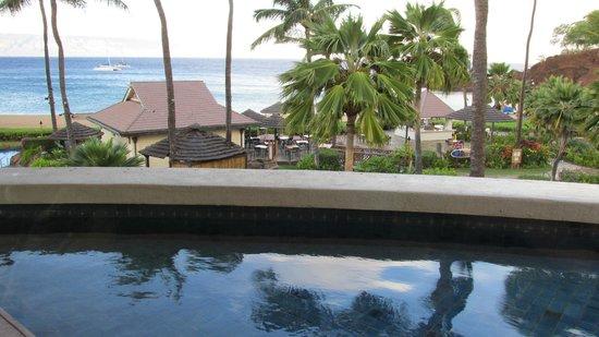 Sheraton Maui Resort & Spa: Mai Tai Restaurant, Pool and /Beach Area