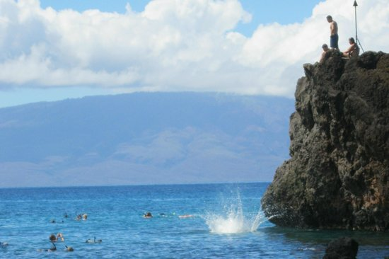 Sheraton Maui Resort & Spa: The Infamous Black Rock and yonder is the Island of Lanai
