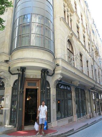 Palazzo Donizetti Hotel: Entrada al café del hotel