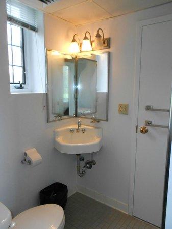 Scarritt-Bennett Center: bathroom