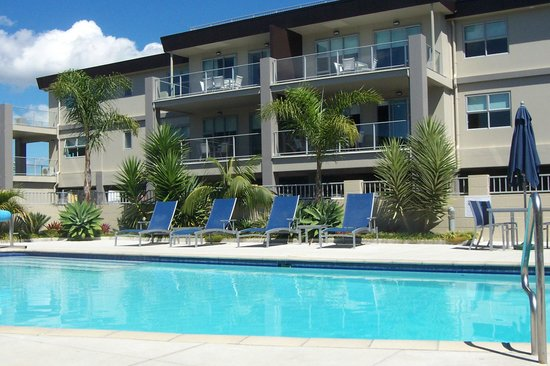 Marina Park Apartments: Pool Area