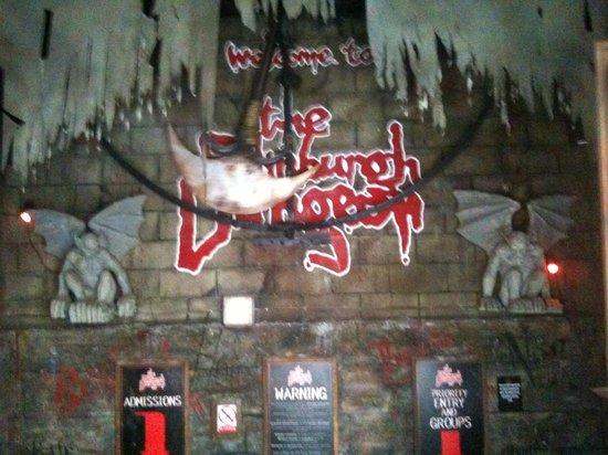 The Edinburgh Dungeon : Outside