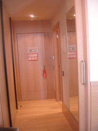 Gran Hotel Sardinero: Entrance of the room