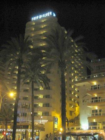 Hotel Palma Bellver Managed By Melia: Vista nocturna del hotel.