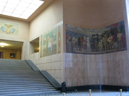 Oregon State Capitol: mural in lobby of state capitol building