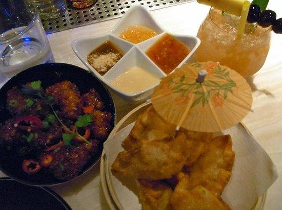 Three Dots and a Dash: Thai Chicken & Crab Rangoons w/ the signature drink - Three Dots & a Dash