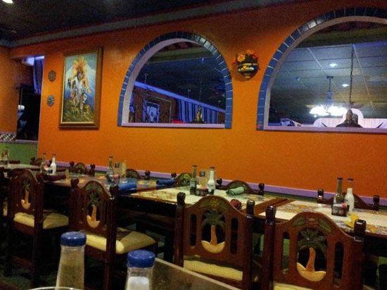 El Leoncito Mexican and Cuban Restaurant : inside restaurant