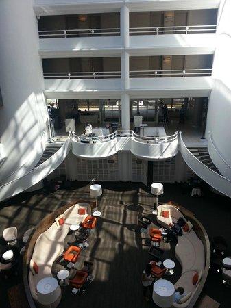 AC Hotel by Marriott Ambassadeur Antibes- Juan les Pins : Inside Court