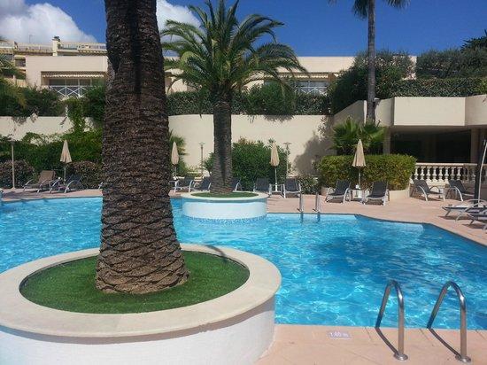 AC Hotel by Marriott Ambassadeur Antibes- Juan les Pins: Pool Area