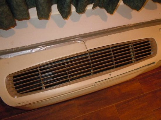 Americas Best Value Inn - Hollywood / Los Angeles : Room's airconditioner