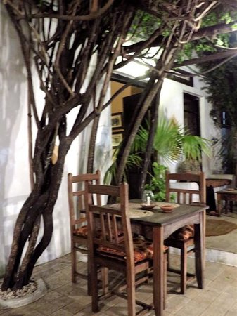 Monsoon Restaurant: outdoor seating