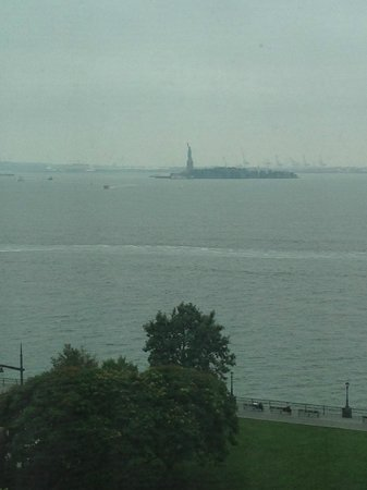 The Ritz-Carlton New York, Battery Park: zoomed in on lady liberty