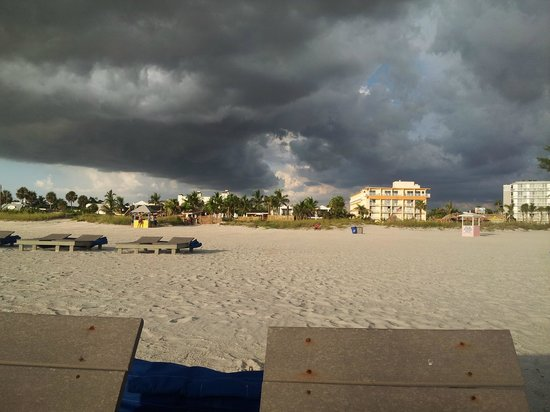 Saint Pete Beach : View of Hotels from Beach