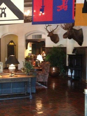 Best Western Premier Mariemont Inn: Lobby Area