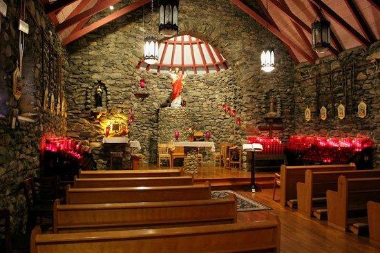 Sanctuaire De Beauvoir : intérieur de la chapelle