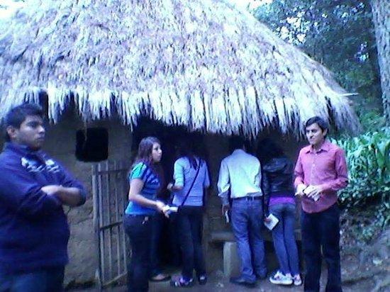 Na Bolom Cultural Centre: una cabaña hecha de materiales que utilizaban los lacandones y con las famosas cruz(es)