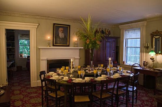 Inn at Brandywine Falls: Dining room just before breakfast.