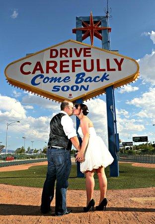 Scenic Las Vegas Weddings Chapel: LV Sign