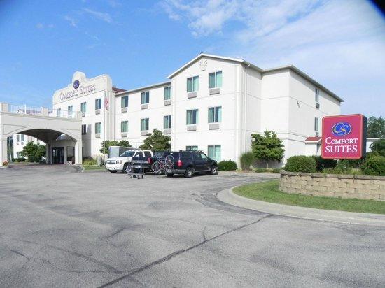 Comfort Suites Benton Harbor: Front view