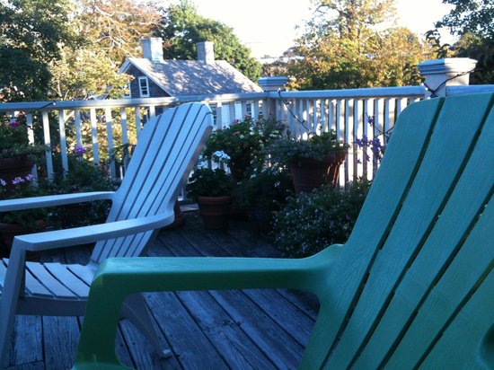 Yankee Peddler Inn: Roof deck