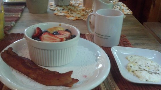 Henson Cove Place B&B: Yummy breakast on our last day there