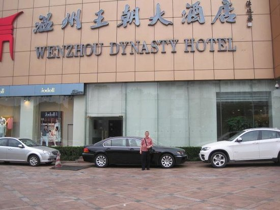 Dynasty Hotel Jin Jiang: At the hotel's parking area