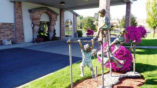 Best Western Prineville Inn: Outdoor landscaping