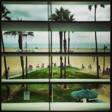 Venice Breeze Suites: Beach in front of hotel