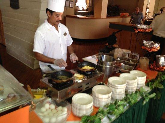 Glenstone Lodge: Fried eggs or omelet anyone?