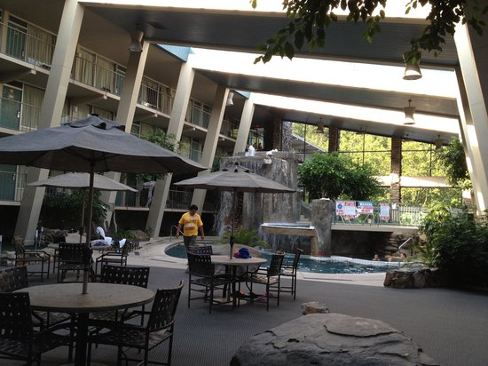 Glenstone Lodge: Cascading water and indoor pool 2