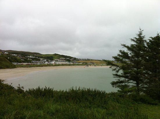Downings Bay Hotel: Across Downings Bay