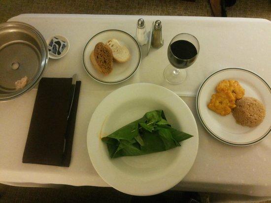 Bogota Plaza Summit Hotel: Prato solicitado no room service. Pescado assado na folha de bananeira.